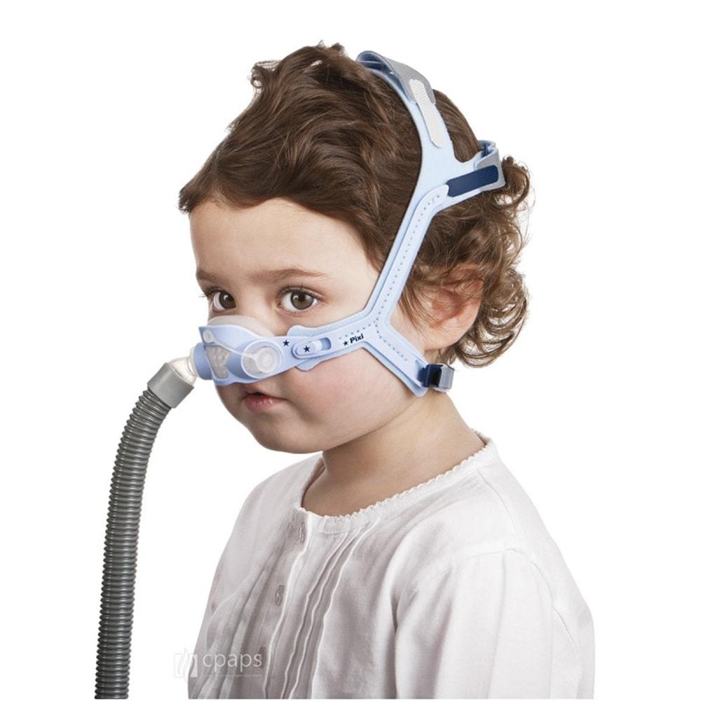 Ребенок в CPAP маске от Resmed