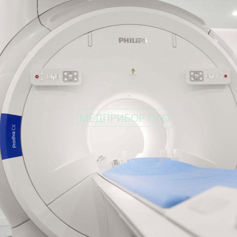 Фотография томографа спереди - место для пациента и управление