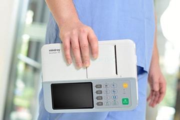 Вес ЭКГ всего 1 2 кг включая аккумуляторную батарею
